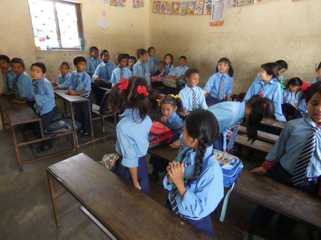 Eine Schulklasse in Kathmandu